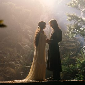Aragorn (Viggo Mortensen) meets Arwen (Liv Tyler) in Rivendell in The Fellowship of the RIng (Lord of the Rings)