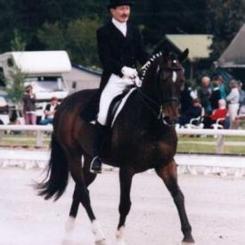 Uraeus & Lockie Richards competing in dressage