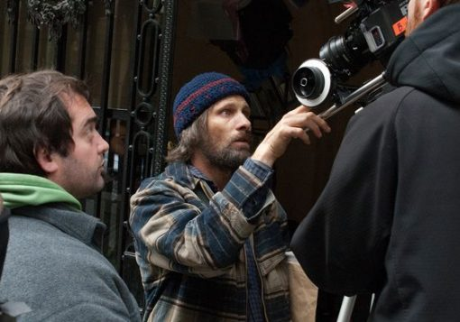 Viggo Mortensen BTS in Todos Tenemos un Plan, John Harris photo