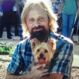 Viggo Mortensen on the Captain Fantastic set with a friendly dog