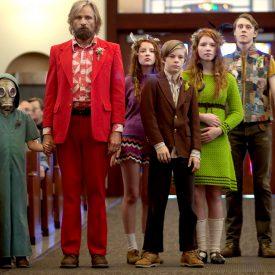 Shree Crooks, Viggo Mortensen, Samantha Isler, Nicholas Hamilton, Annalise Basso, George MacKay, & Charlie Shotwell in Captain Fantastic