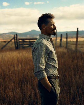 Viggo Mortensen in New Mexico field